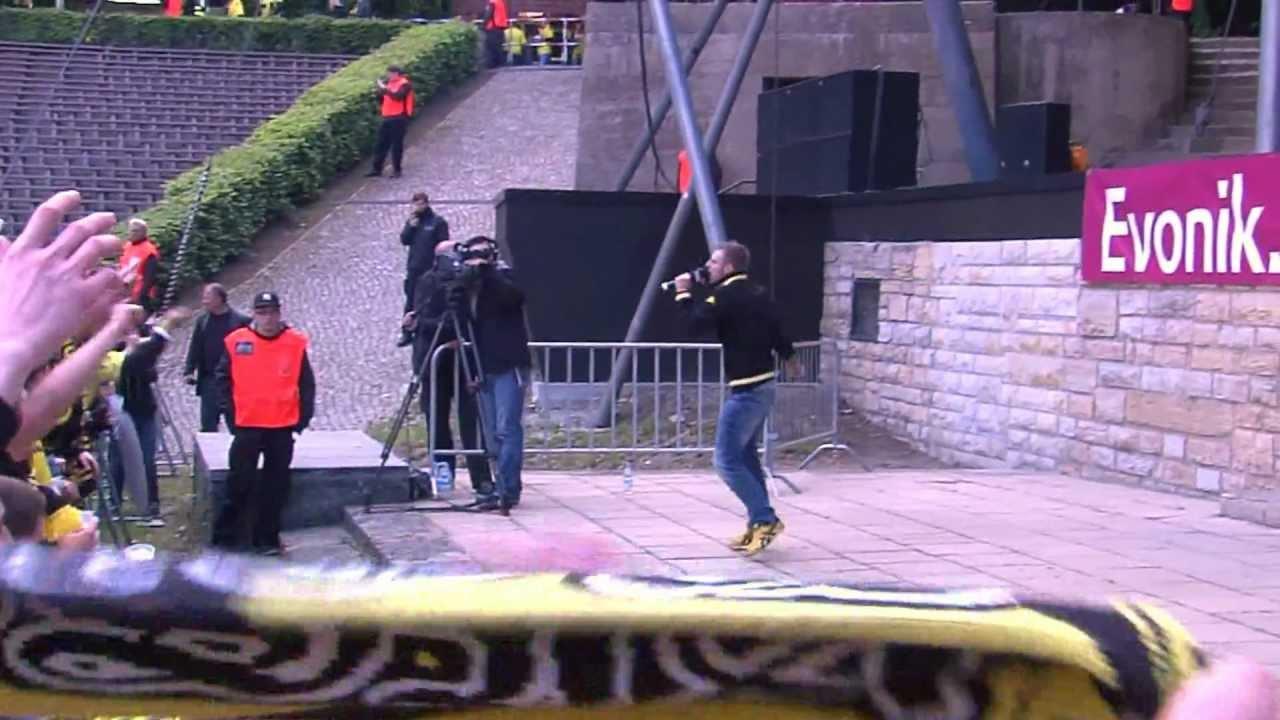 """Auftritt von """"Der Muri"""" beim Public Viewing auf der Waldbühne Berlin - BVB Pokalfinale 2012"""