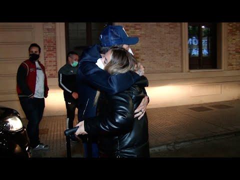 Antonio David y Rocío Flores se funden en un abrazo y demuestran la unión entre ambos
