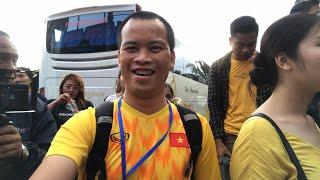 CĐV Việt Nam gây ấn tượng tại Indonesia - Bố mẹ Hồng Duy tâm sự xúc động