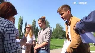 ЗНО з української: 264 не прийшли, 6-ох вигнали з мобільними телефонами і шпаргалками