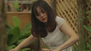 Alice Siqi Yuan playing Guzheng in the Greenhouse