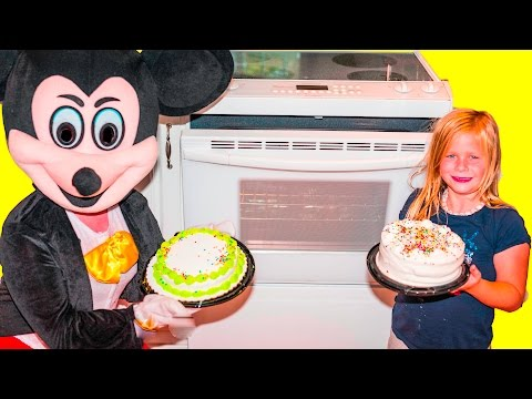 Assistant Cake Making Contest with Mickey Mouse  and Minnie Mouse