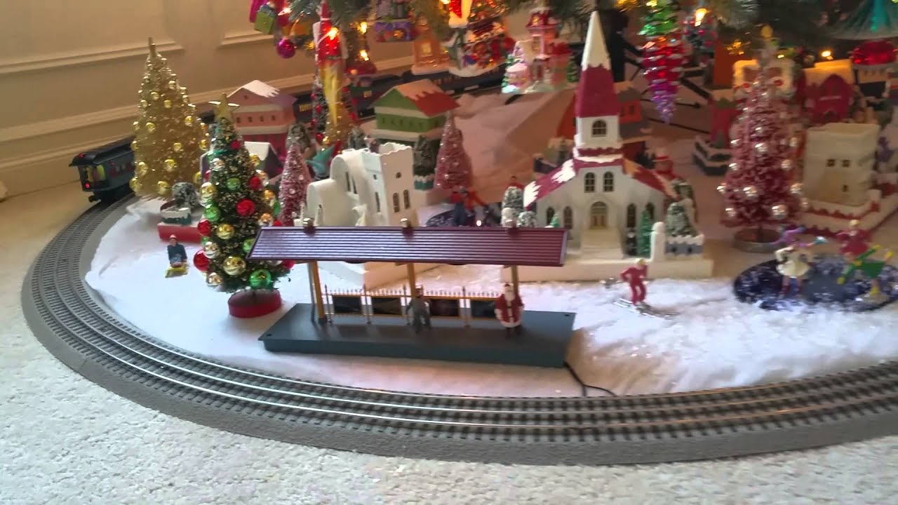 Christmas Tree Train.Lionel Polar Express Train Set Under Tree