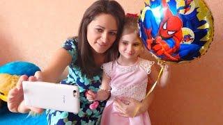 видео Идеальный подарок на день рождения: что подарить девочке на 4 года?