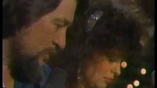 Waylon Jennings & Jessi Colter - Silent Night-