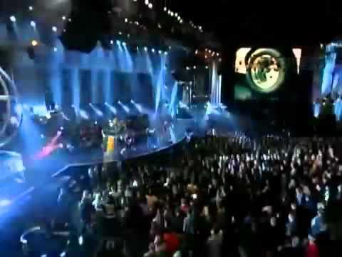 Avril Lavigne - Fuel (Metallica Cover) LIVE MTV