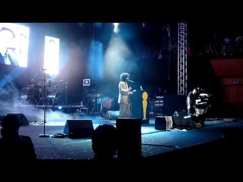 Caparezza Concerto Roma Sala Santa Cecilia 2011 Premiazione Kevin Spacey