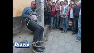Repeat youtube video Cuatro asaltantes se salvan de morir linchados en Tactic, Alta Verapaz