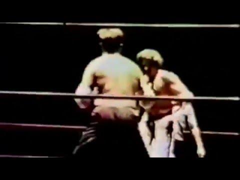 Joe Lewis won KO round 1 vs Ron Clay, World Series of Martial Arts, Hawai, 27.07.1975