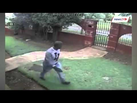 WATCH: Four armed men attack Roodepoort home, steal car