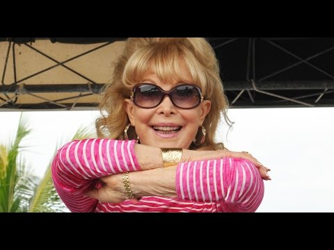In Jeannie ious! Barbara Eden 'crowned' Cocoa Beach queen