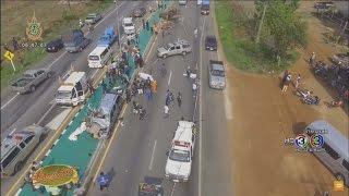 Repeat youtube video เรื่องเล่าเช้านี้ สิบล้อชนท้ายรถการไฟฟ้า-ข้ามเลนชนรถ ตร. เสียชีวิต 4 เจ็บ 2