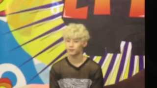 130802 Henry @ Channel V Thailand.(3)
