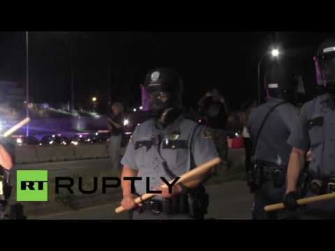 USA: Protesters tear-gassed point blank as St. Paul demo shuts down highway