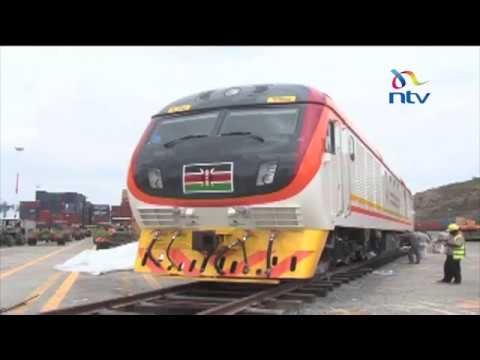 Two passenger, 4 freight SGR locomotives arrive in Mombasa