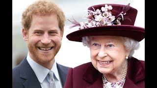 Почему Елизавета II убрала подальше фото с Меган Маркл