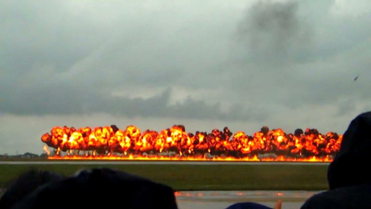 A-10 Carpet Bomb - YouTube