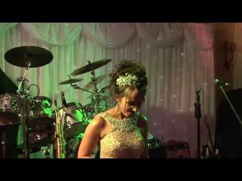 Amazing Bride sings to wedding guests -  Hallelujah - Leanard Cohen