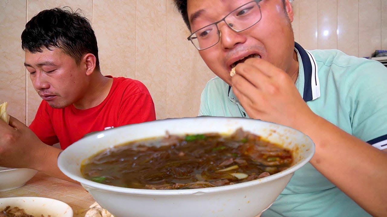 大sao帮朋友装空调,中午插花牛肉汤,晚上特色刀削面,吃的非常过瘾!【徐大sao】