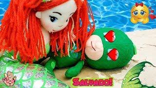 La SIRENITA Rescata a GEKKO de los PJ MASKS en la piscina! Juguetes en español