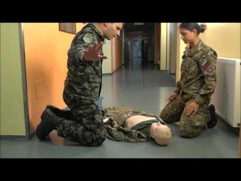 Temeljni postopki oživljanja z uporabo avtomatskega eksternega defibrilatorja (AED)