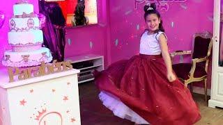 Maria Clara vai ao salão de princesas e se arruma para a festa de 10 milhões de inscritos