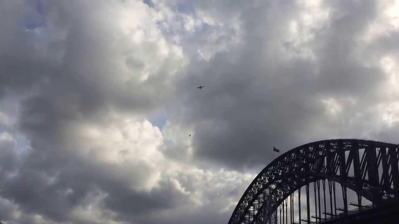 aerobatic performance at sydney new years eve 2013 - YouTube