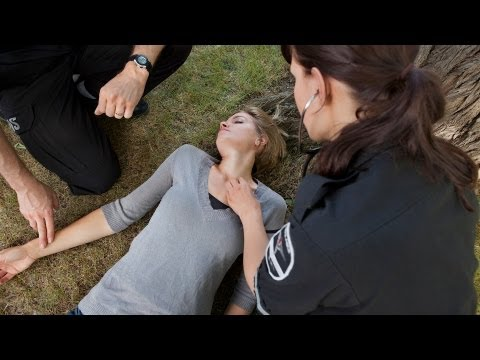 how-to-help-someone-who-has-fainted-|-first-aid-training