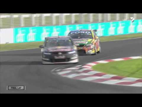V8 Supercars Pukekohe 2013 - Race 2 - Mark Winterbottom vs Jamie Whincup fight for the victory