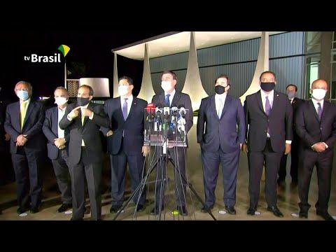 AFP Português: Bolsonaro, Maia e Alcolumbre defendem teto | AFP