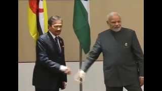 pm modi meets the sultan of brunei sultan hassanal bolkiah at nay pyi taw myanmar