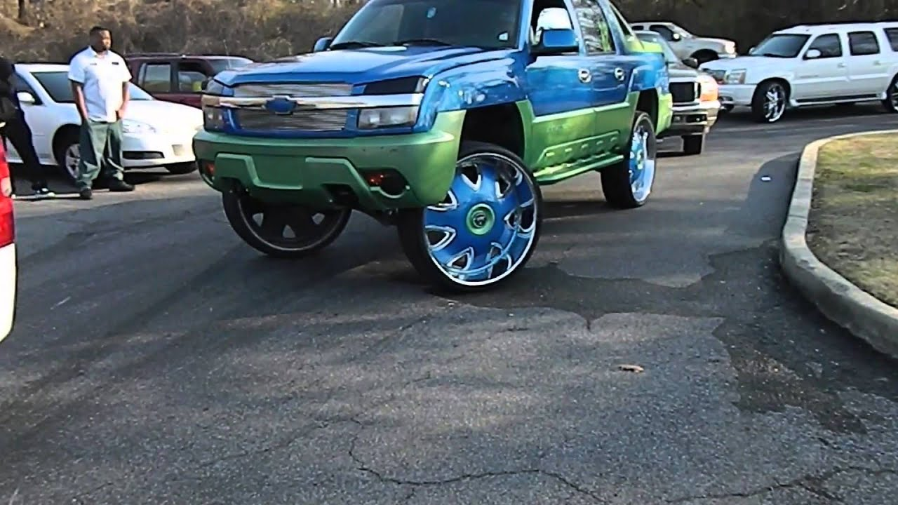 Box Chevy on 26S Chevy Silverado and Chevy Avalanche on 32S