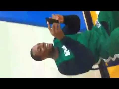 Nate Robinson Dunking Over Shaq Nate Robinson Dunks Ov...