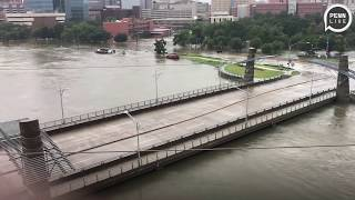 Raw video of Houston flooding, overturned trucks, rescues