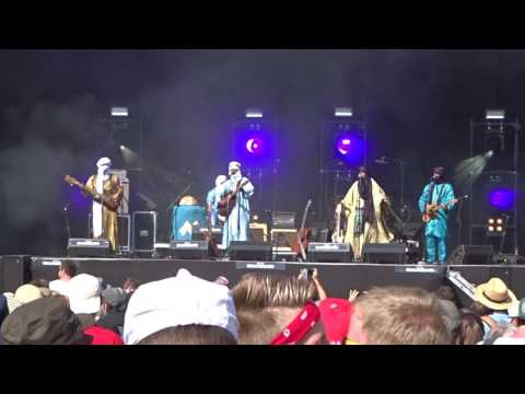 "TINARIWEN ""Assàwt [The Voice of Tamashek Women]"" au festival Beauregard"