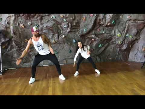 Omur Abay & Sena/Zumbafitess/New Choreography/Putzgrilla Feat. IamStylezMusic /Little More/Dance/fun