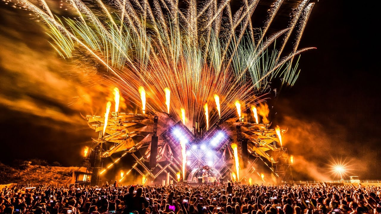 Q-BASE 2016 | Official Q-dance Aftermovie - YouTube
