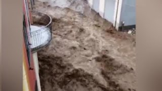 Maltempo in Sardegna, l'onda di fango tra le case: le drammatiche immagini dell'alluvione a Bitti