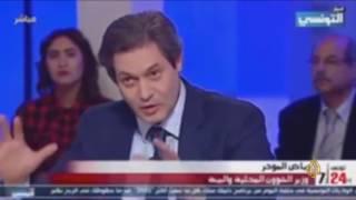 مذيعة بقناة تونسية تتهم الجزيرة بنقل أخبار مزيفة