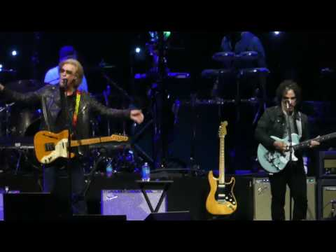 """One on One"" Daryl Hall & John Oates@Verizon Center Washignton DC 6/26/17"
