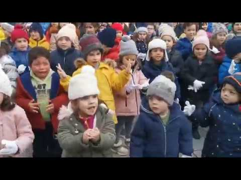 Celebración do día da Paz escolar na Praza Maior