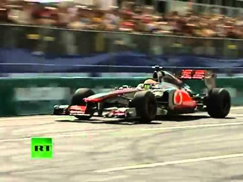 Increíble espectáculo de los bólidos de la F1 en el Moscow City Racing