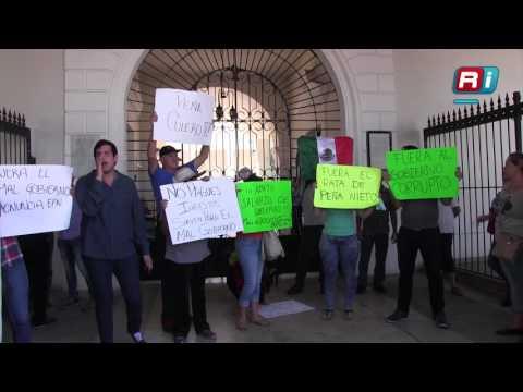 Hay manifestación fuera del SAT Mazatlán