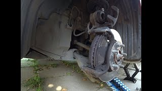 Замена передних тормозных колодок Mazda 3 2014/Replacing the front brake pads Mazda 3 BM