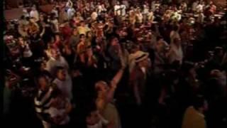 BETH CARVALHO - VOU FESTEJAR (COM BATERIA DA MANGUEIRA).mpeg