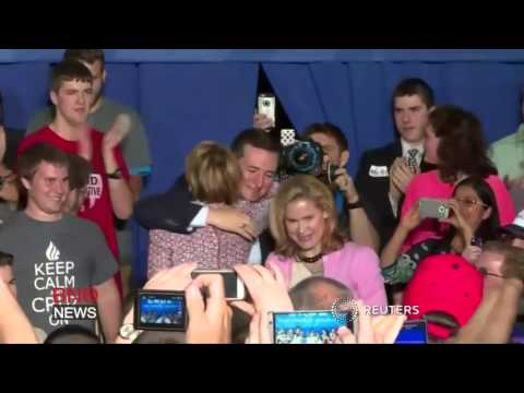 Carly Fiorina falls off stage during Indiana rally