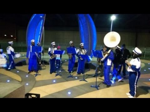 Vashon High School Students Perform at Grand MetroLink Station
