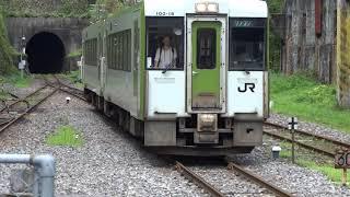 陸中大橋駅に到着する釜石線普通列車 2019.08.25