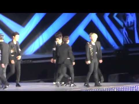Super Junior Moments (1/2) SM TOWN Live World Tour III Concert In Seoul! 120818 (Part 5)