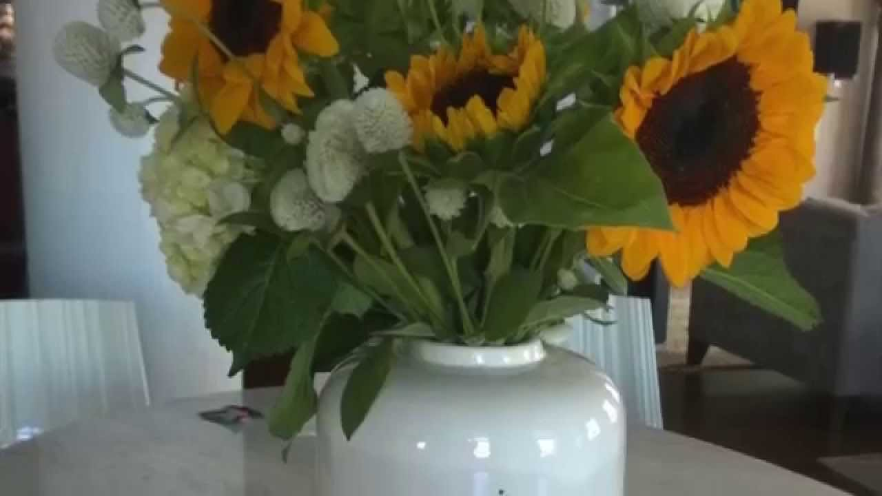 $20 Flower Arrangement: Create a quick and easy centerpeice for your ...
